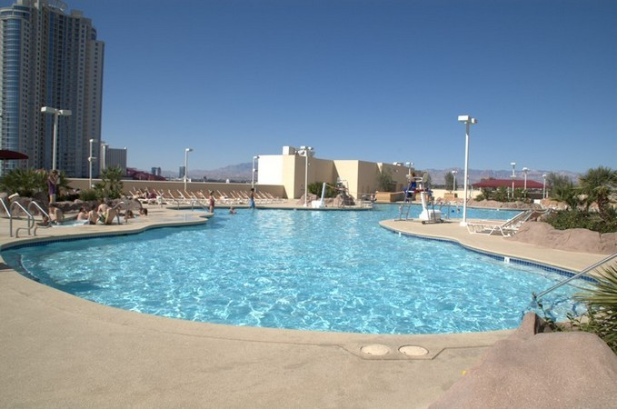 Las Vegas Hotel Pool Pictures - Stratosphere | VegasCasinoInfo.com